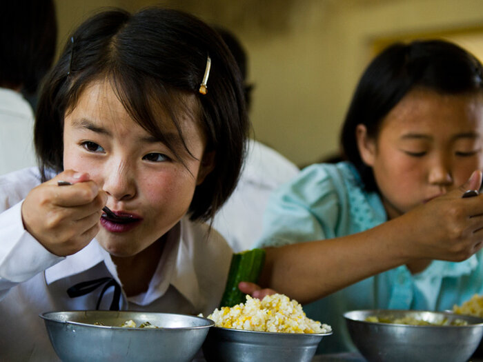 schoolgirls eating
