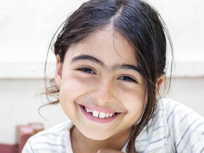 طفلة بالمدرسة