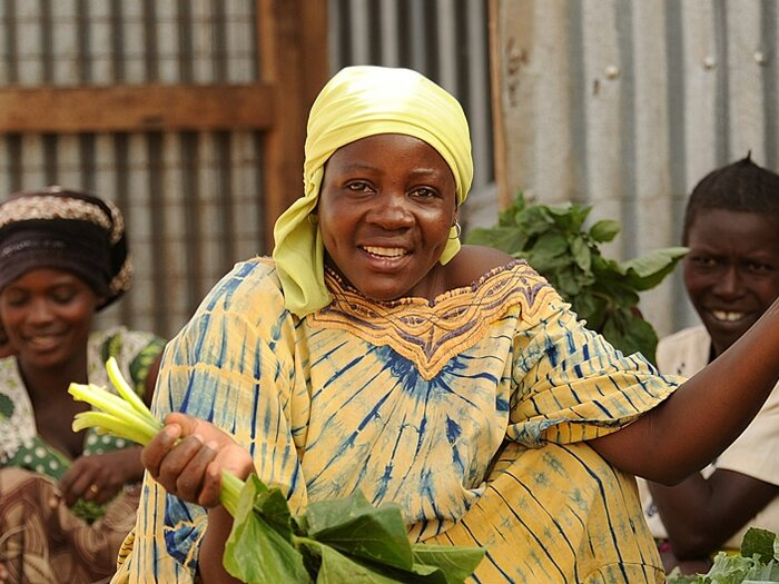 نساء تبيع الخضروات