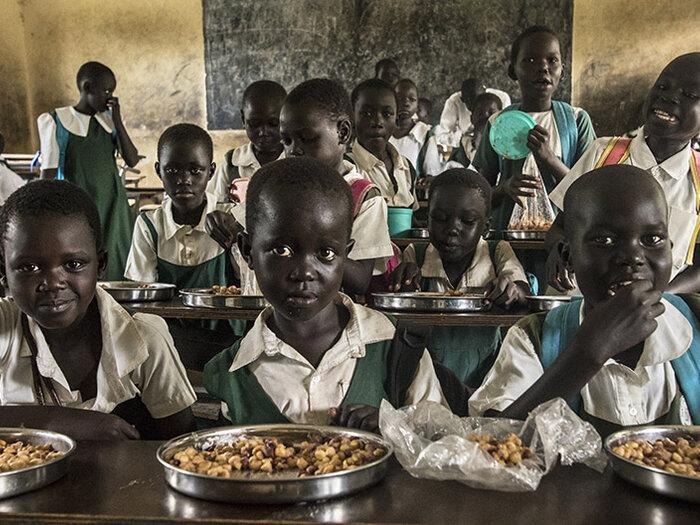 أطفال في المدرسة