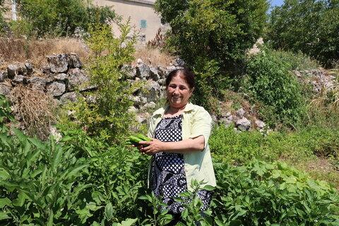 """""""نحن من يصنع الفرق"""" - رائدات الأعمال في سوريا يتَّحِدن لزراعة الخضراوات وبيعها"""