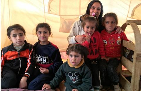 أسرة تسير على الأقدام لمدة 30 ساعة من سوريا حتى منطقة كردستان العراق