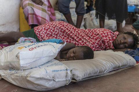 """العمل على مدار الساعة لإنقاذ الناجين من إعصار """"إيداي"""""""