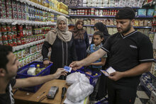 الحكومة اليابانية توفر المساعدات الغذائية للأسر في قطاع غزة
