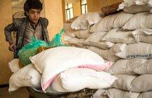 برنامج الأغذية العالمي يتمكن من الوصول إلى مخزون القمح الذي يحتاجه الجوعى بشدة في اليمن