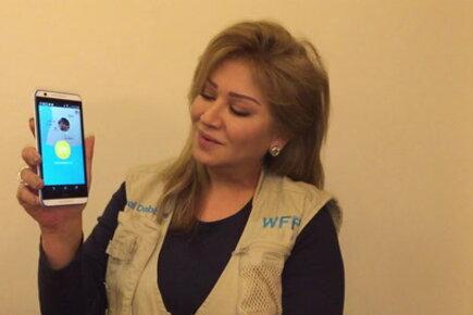 الفنانة امل دباس تشارك في التوعية بتطبيق برنامج الأغذية العالمي Share the Meal