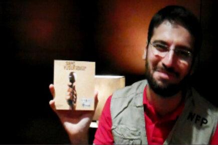 """الفنان سامي يوسف يهدي أغنيته الجديدة """"وعود منسية"""" لمنكوبي الجفاف في القرن الأفريقي"""