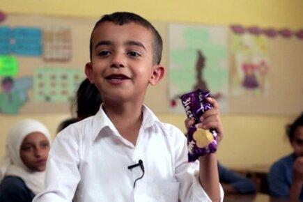 الفنانة الأردنية أمل دباس تدعم مشروع التغذية المدرسية