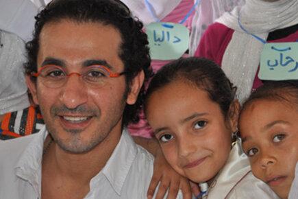 أحمد حلمي في زيارة إلى الفيوم لتشجيع تعليم الأطفال