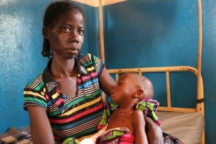سد فجوة الجوع في مدينة بامباري المقسمة طائفياً بجمهورية إفريقيا الوسطى